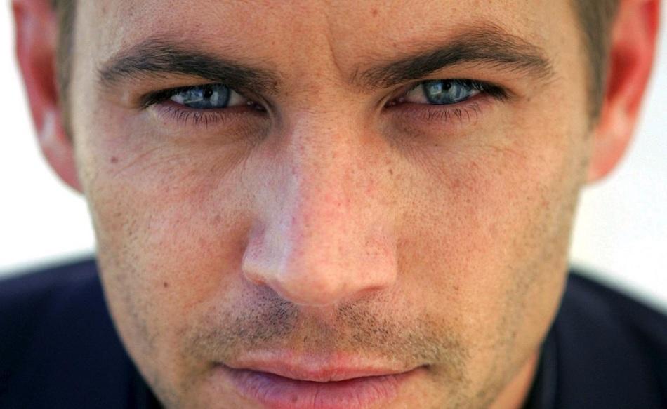 Männer mit schmalen Augen, deren Spitzenecken aufgeworfen werden - Natur, laut Physiognomie, entscheidend
