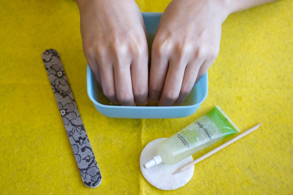 Aliviar as unhas em 5 dias usando estimulantes de crescimento de farmácia