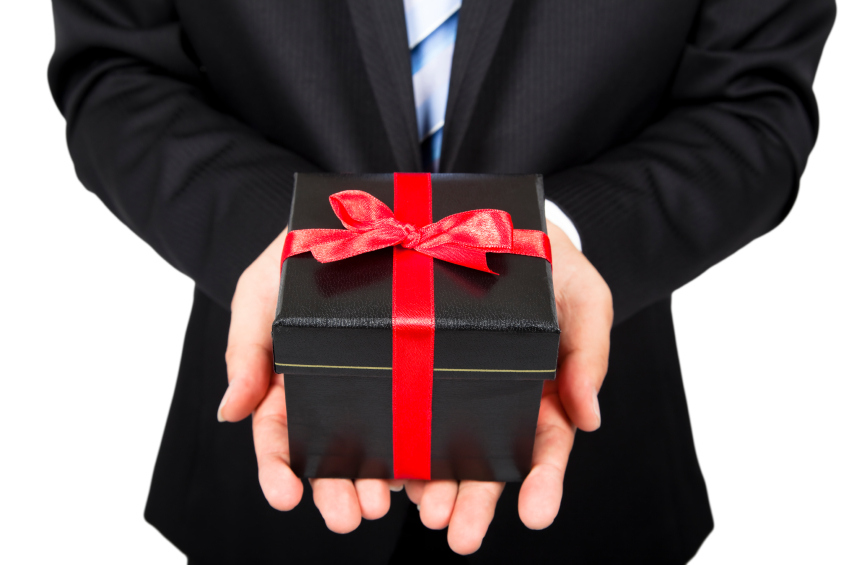 самым, картинка мужчина с подарком в руках рисунков пленки