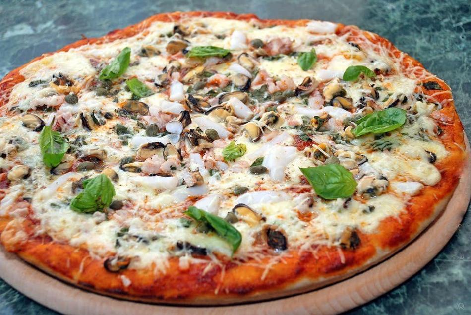 Теңіз коктейлі бар пицца
