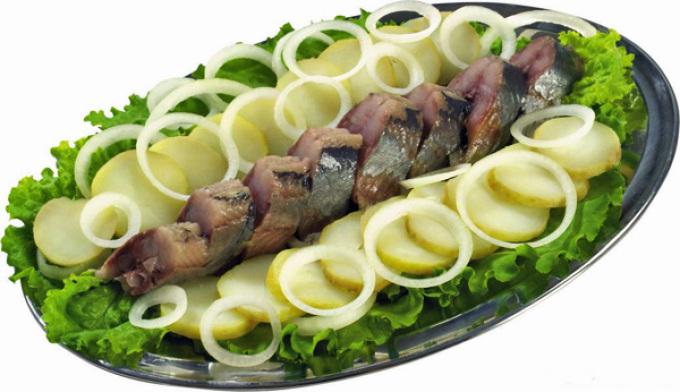 Сервировка рыбы горячего копчения