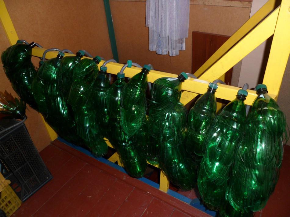 И таких заготовок листьев для пальмы из бутылок должно быть несколько
