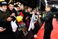 Lahm signs autographs