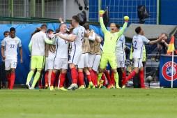 Daniel Sturridge of England celebrate, Joe Hart of England Wayne Rooney of England, Gery Cahill of England, Kayle Walker of England Marcus Rashford during the Euro group stage match between England and Wales at the Stade Bollaert-Delelis on june 16, 2016 in Lens, France(Photo by VI Images via Getty Images)