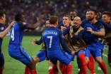 MARSEILLE, FRANCE - JUNE 15: the France squad celebrate with Antoine Griezmann after he scored his sides first goal during the UEFA EURO 2016 Group A match between France and Albania at Stade Velodrome on June 15, 2016 in Marseille, France. (Photo by Alex Livesey/Getty Images)