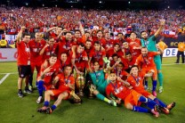 EAST RUTHERFORD, NJ - JUNE 26: Chile celebrates after defeating Argentina to win the Copa America Centenario Championship match at MetLife Stadium on June 26, 2016 in East Rutherford, New Jersey. Chile defeated Argentina 4-2 in penalty kicks. (Photo by Mike Stobe/Getty Images)