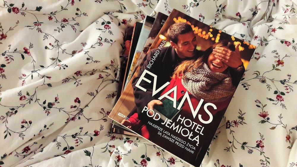 Hotel pod Jemiołą - idealna książka na Święta Evansa