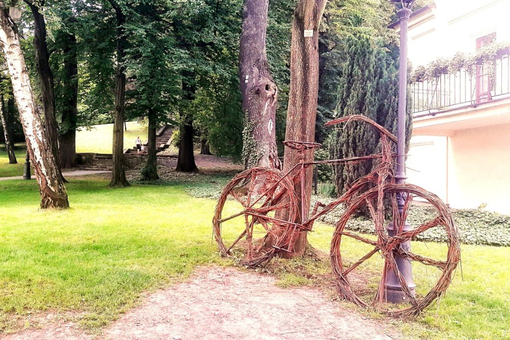 Co zwiedzić w Cieszynie - rower koło Wieży Zamkowej w Cieszynie.jpg
