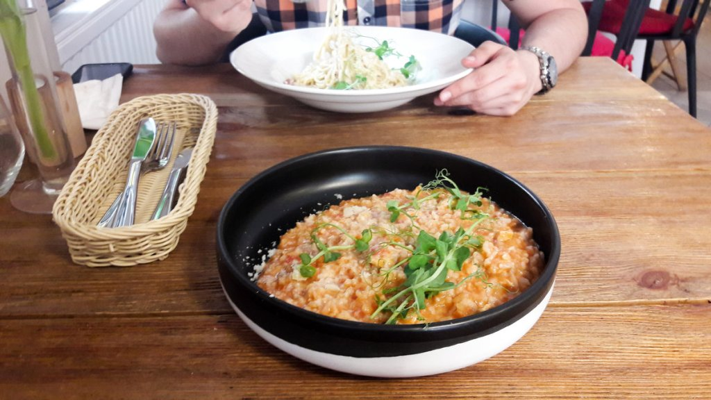 co fajnego w Pszczynie - zdjęcie risotto i spaghetti carbonara w resturacji Punkt G
