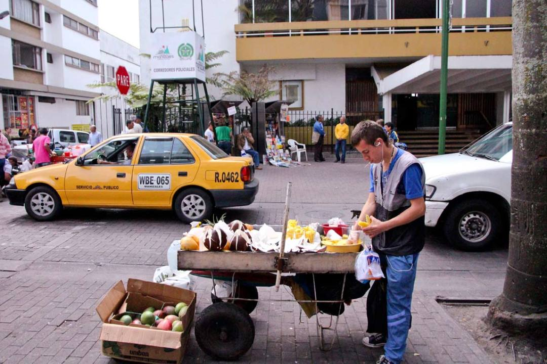 Manizales food vendor selling fresh fruits