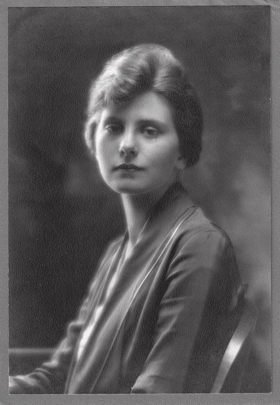 Caroline Raymond Mytinger at approximately age 23