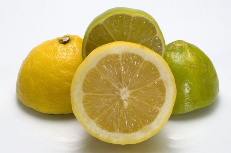 На что следует надеяться, если воду с лимоном принимать натощак сразу после пробуждения