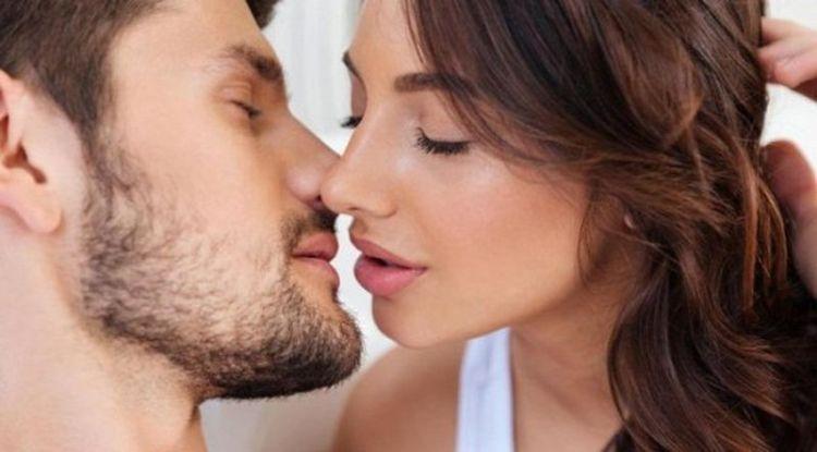 Хотя поцелуи считаются одним из самых замечательных романтических проявлений, они могут стать причиной проблем со здоровьем