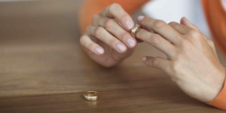 Ученые назвали неожиданный предвестник развода. А вашей семье он не грозит?