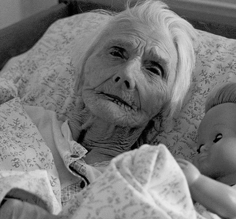 У моей мамы слабоумие: как ухаживать за родственниками, которые страдают от деменции