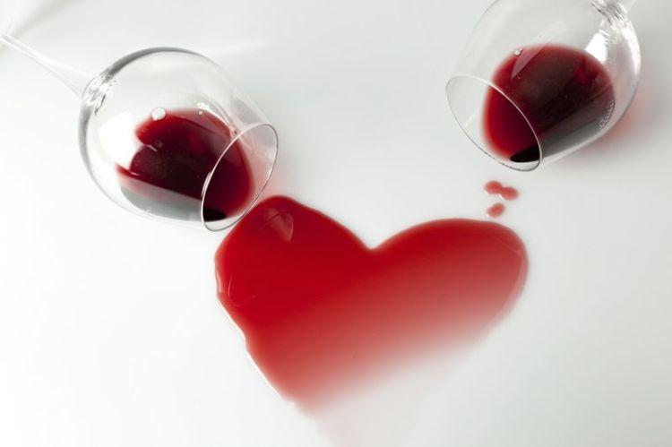 Расслабиться с пользой и бокалом после долгого дня: 10 здоровых аргументов в пользу красного вина