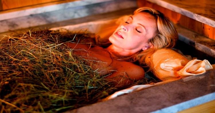 Ванна из свежей овсяной соломы поможет вашим коленам: целебные рецепты против боли в суставах