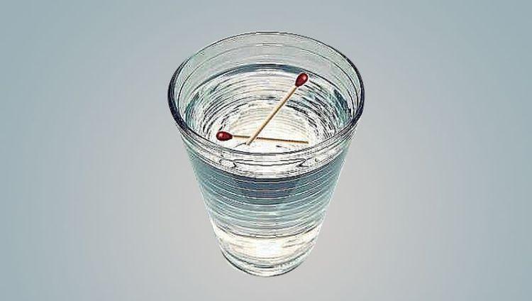 Как определить наличие порчи при помощи двух спичек и стакана воды