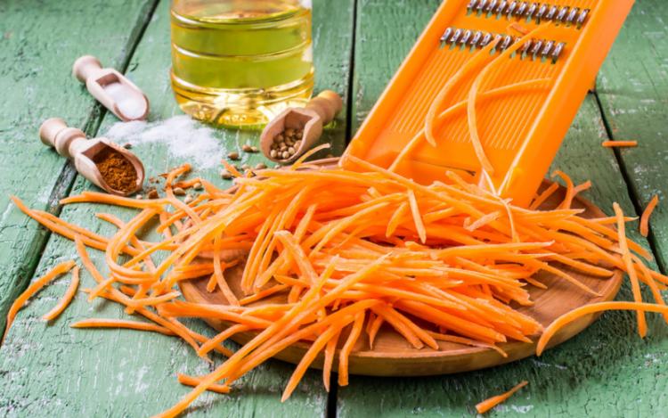 Главное ночь продержаться: секреты приготовления настоящей моркови по-корейски