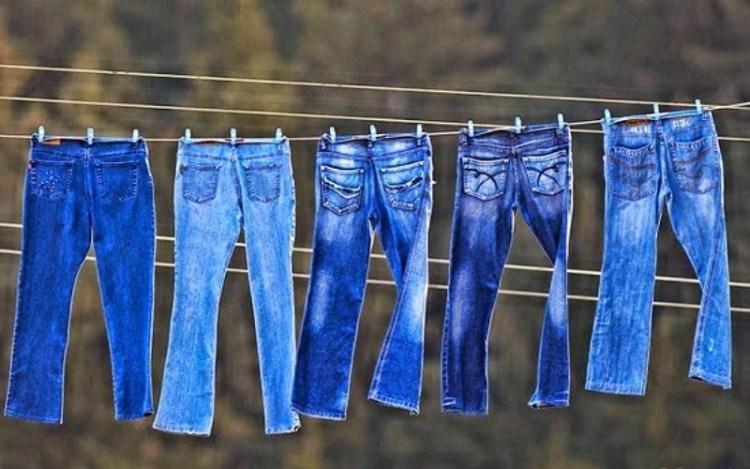Чтобы носились дольше и не растягивались: как правильно стирать джинсы