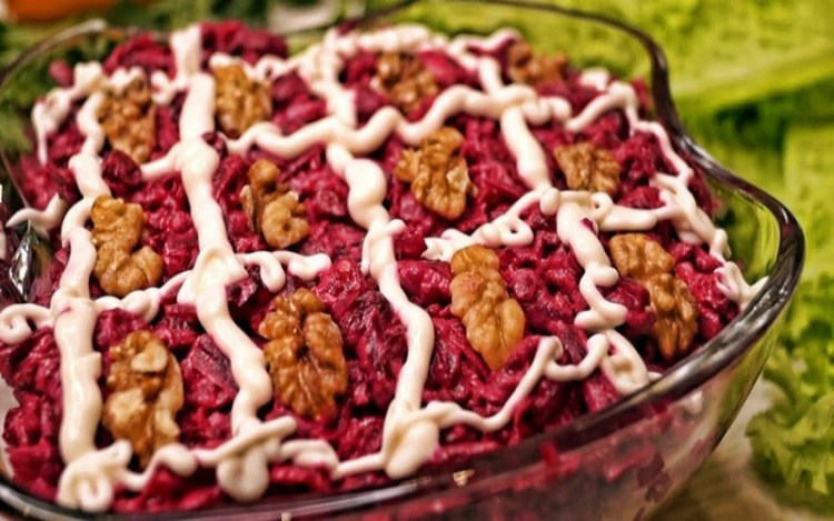 Всегда вкусный «Королевский» салат: пахнет здоровьем и отличный перекус для гурманов