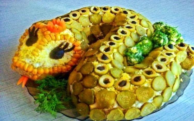 «Змейка»: вкуснейший рыбный салат, который легко и весело готовить