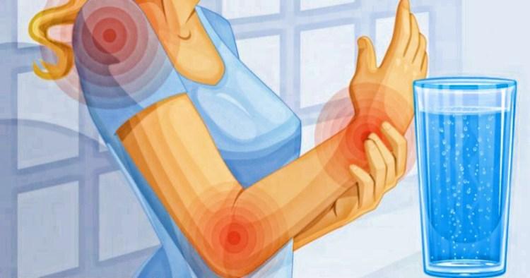 Темная моча и боль в суставах: 10 тревожных признаков обезвоживания, о которых вы не знали