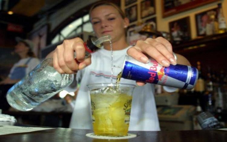 Алкоголь и энергетические напитки: опасности коварного смешивания
