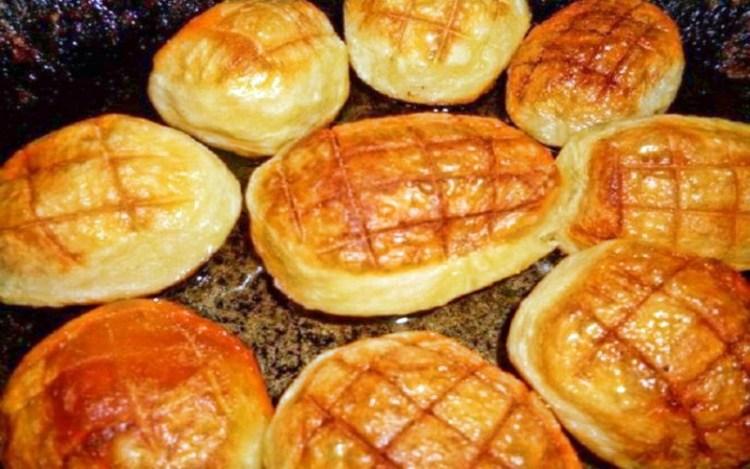 Золотистая снаружи, мягкая внутри: простой секрет приготовления неповторимой печеной картошечки