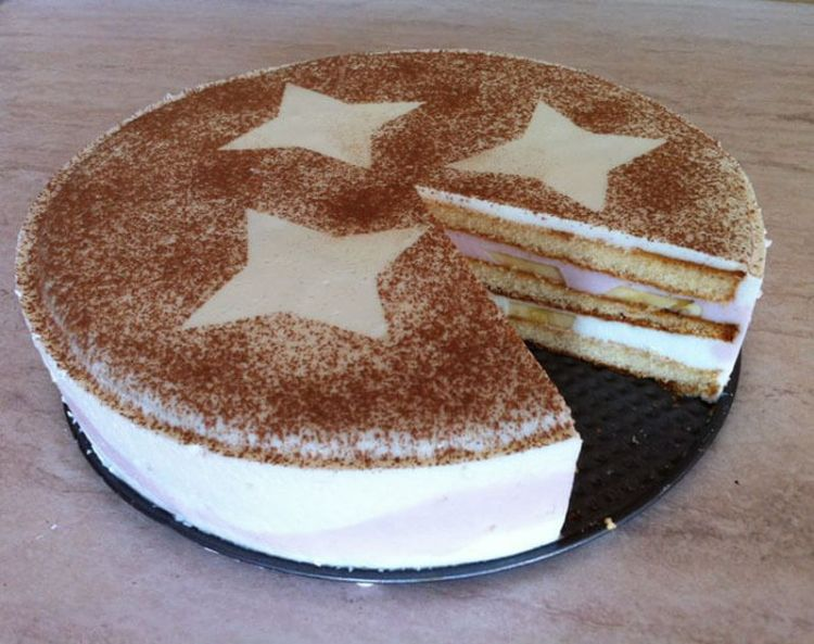 Торт без выпечки из печенья, сгущенки и творога