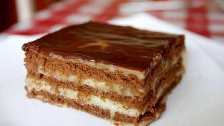 Простой торт без выпечки из печенья и сгущенки