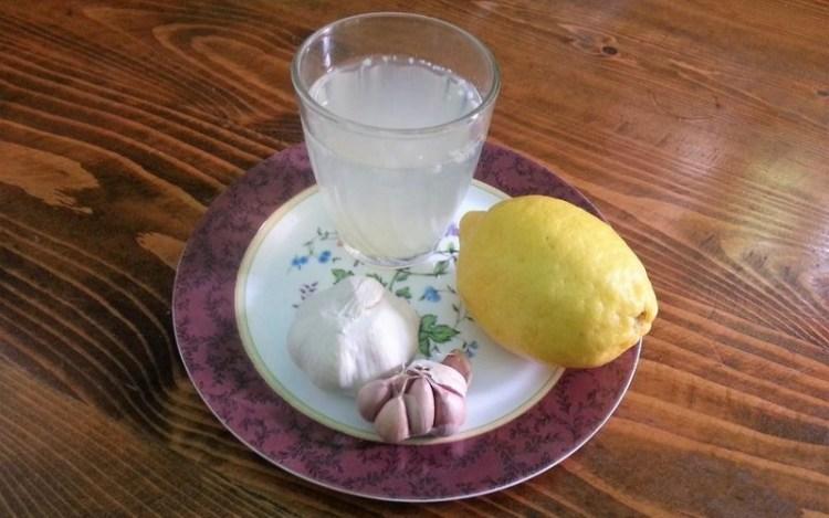 Как понизить давление и холестерин с помощью лимона и чеснока