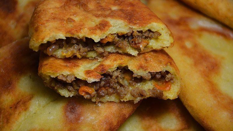 Картофельные пирожки с мясом утолят голод и придадут энергии. Мясная начинка для пирожков делает их более сытными, а картофельное тесто придает блюду изюминку. Когда захотите лакомство, рецепт пирожков с мясом ищите у нас.