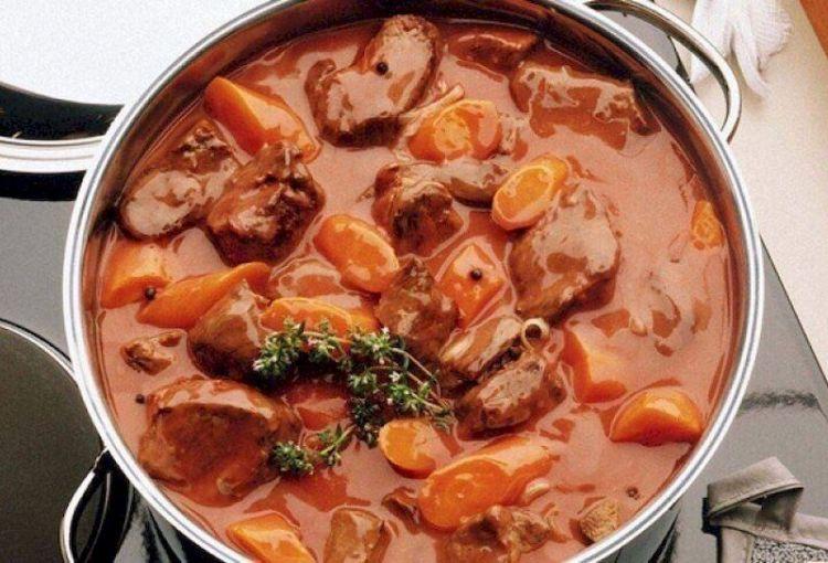 В соке красной смородины или с пивом: 6 рецептов тушеного мяса из почти несовместимых продуктов