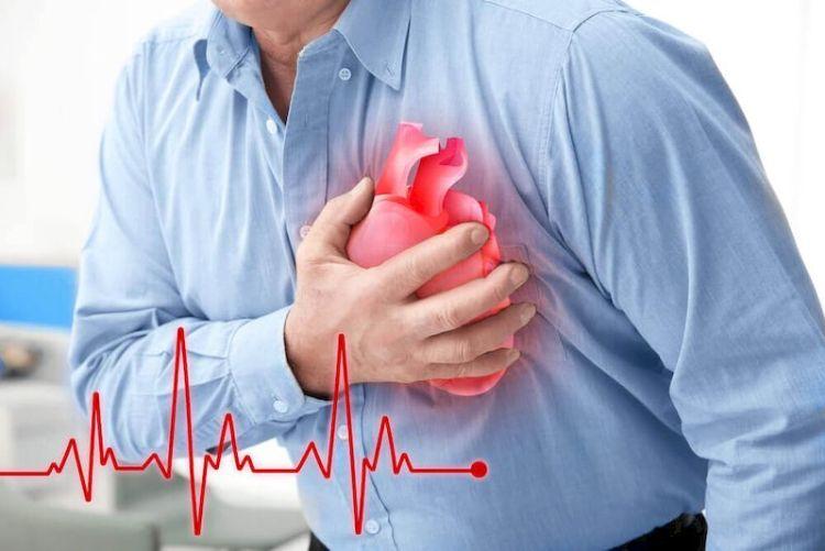 Знание ценою в жизнь: как пережить сердечный приступ, если рядом никого
