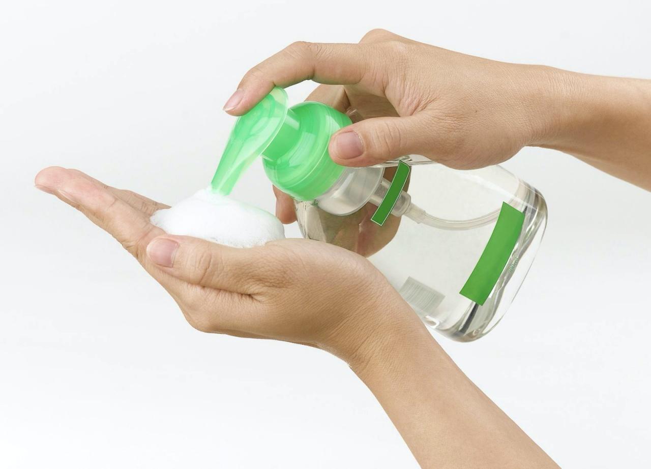 Антисептик для рук поможет избежать заражения инфекционными болезнями