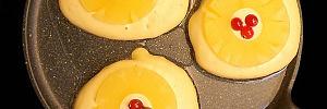 Готовим нескучные оладьи на кефире, от которых радуются и глаза, и желудок