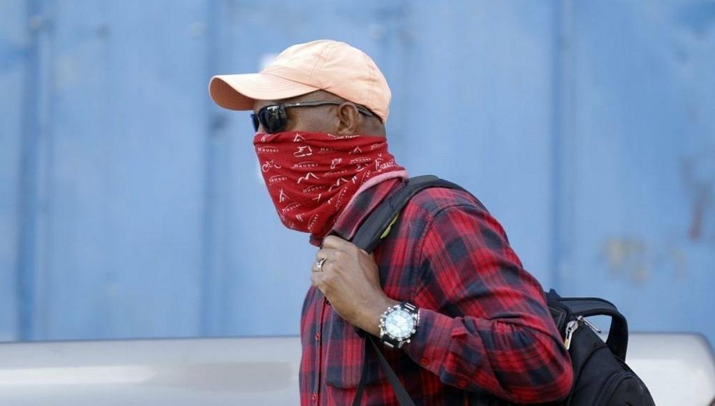 От банданы до самоделок: ученые установили, насколько эффективны против COVID-19 разные маски для лица