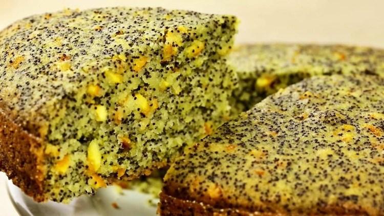 Постный пирог на манке с маком: вместо яиц, масла и молока апельсиновый сок