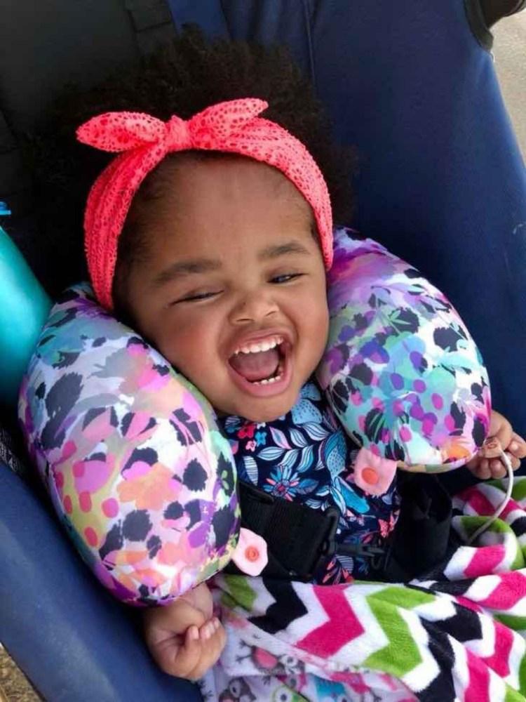 Родная мать бросила новорожденную малышку в мусоре. То, что произошло с ней, тронуло всех
