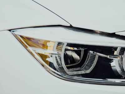Who Can You Trust to Replace Your Car's Headlights