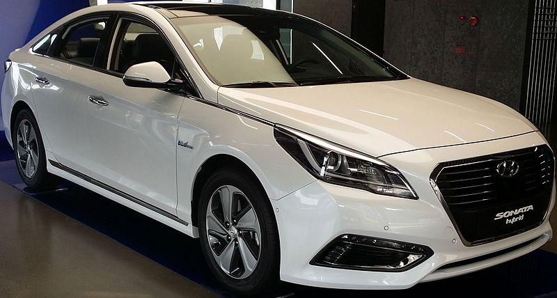 White Hyundai Sonata Hybrid new car