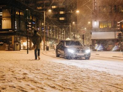 vehicle in city snow
