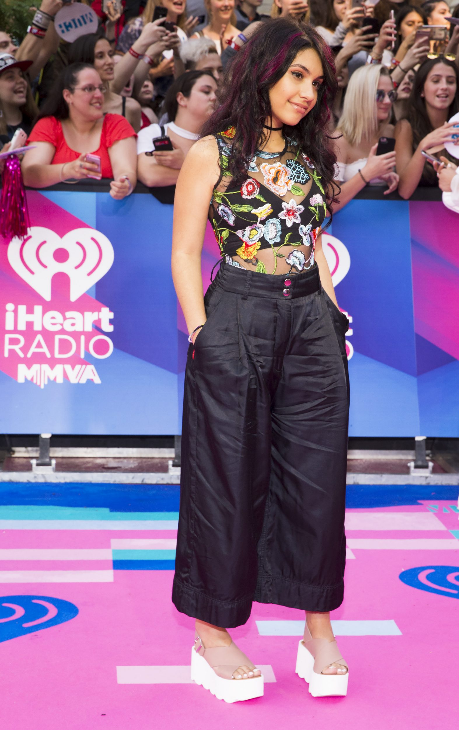 Special Look DNCE Alessia Cara More Appear On MMVAs Red