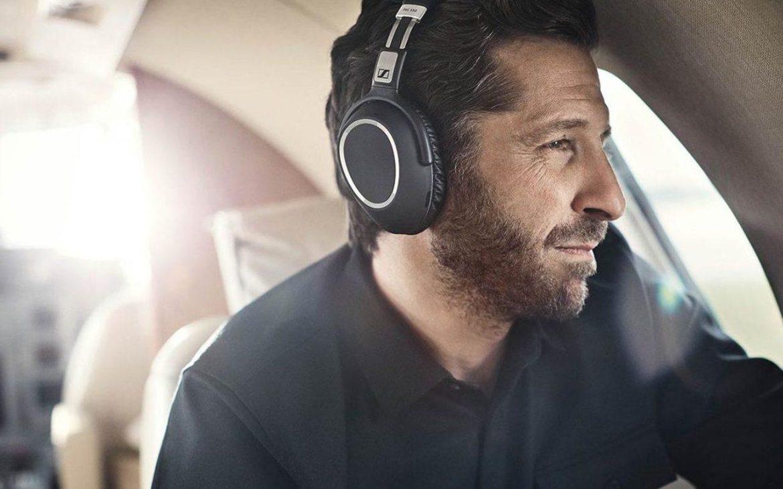 Auriculares con cancelación de ruido activa, un éxito en todos los aeropuertos.