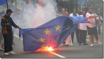 EU-flag-burning