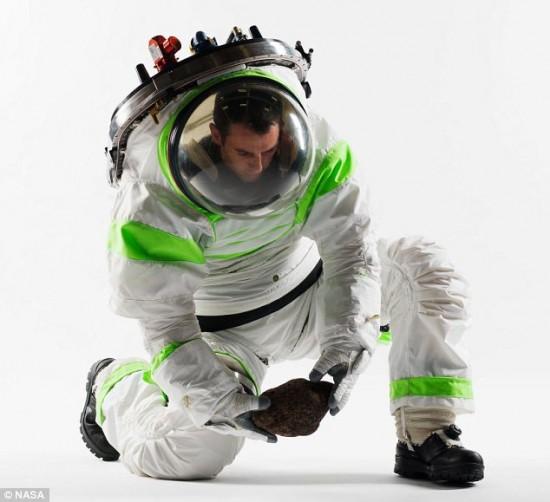 Nasa-Buzz-Lightyear-suit-550×502