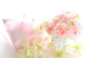 花束とプレゼント 豊かさの循環