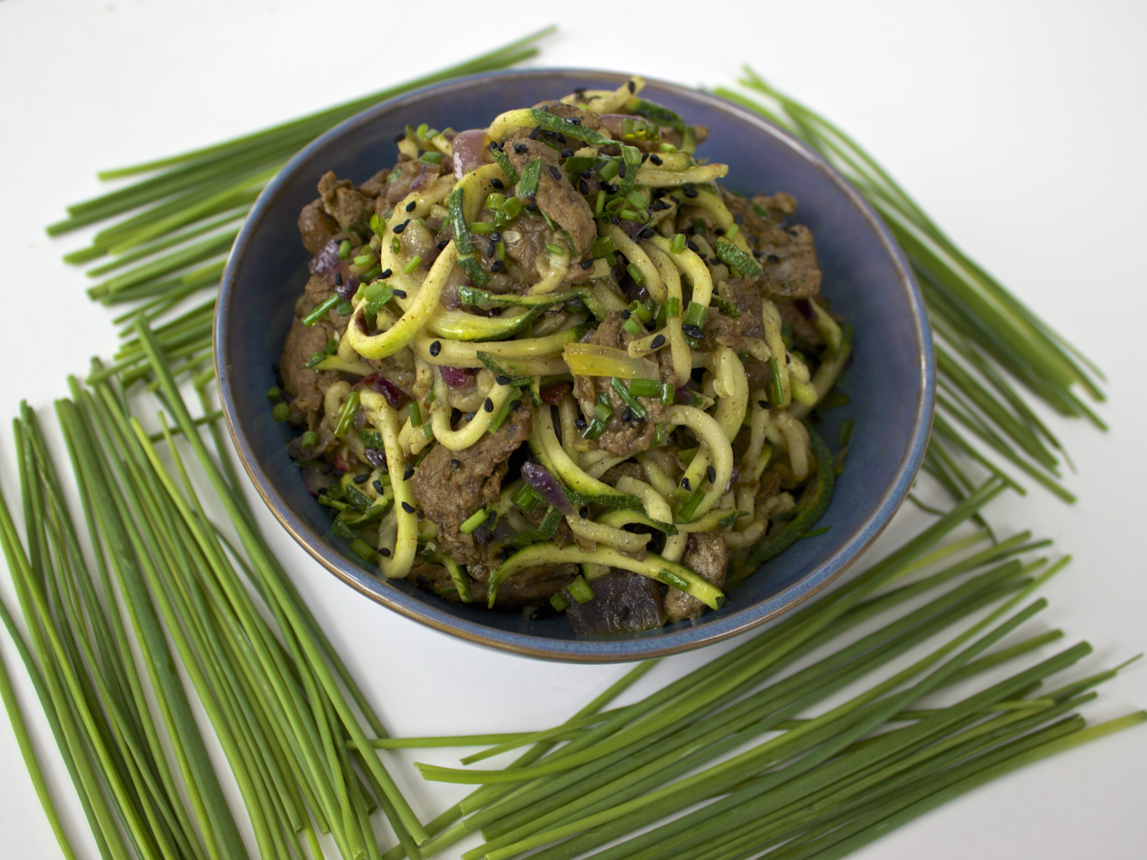 Kholrabi or zucchini noodles with steak healing histamine ill be traveling for the next few weeks with little access to a kitchen so i thought id share a recipe from my latest book man food that ive been forumfinder Image collections