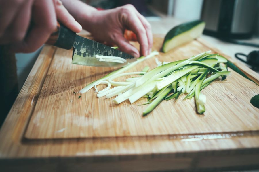 healing salicylates histamine chopping cucumber on a wooden board